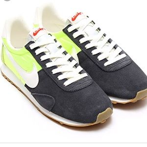 Nike Shoes - Women's Nike Pre Montreal vintage racer
